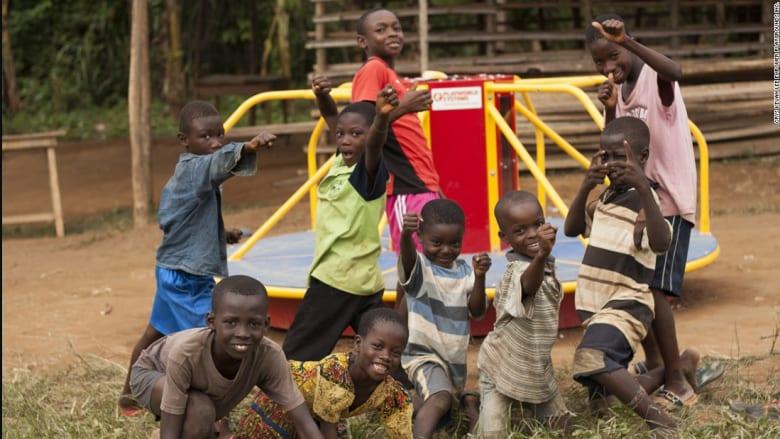 مدرسة في قارب وأخرى في غابة.. أغرب المدارس في العالم