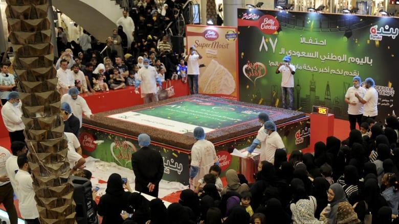 جدة تحتفل باليوم الوطني الـ87 بأكبر كعكة رخامية بالعالم