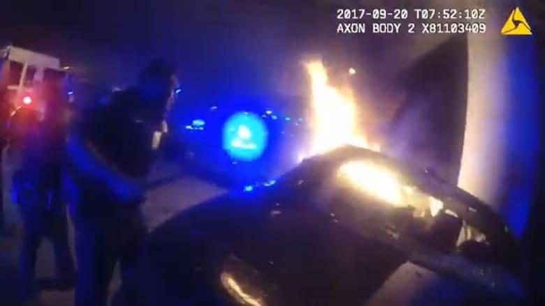 شاهد.. شجاعة شرطة تنقذ شخصين من سيارة محترقة