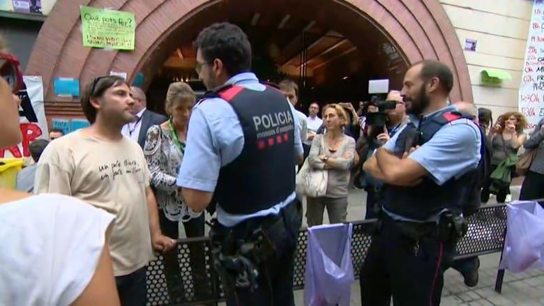 تصاعد التوتر بين كتالونيا والحكومة الإسبانية عشية استفتاء الانفصال