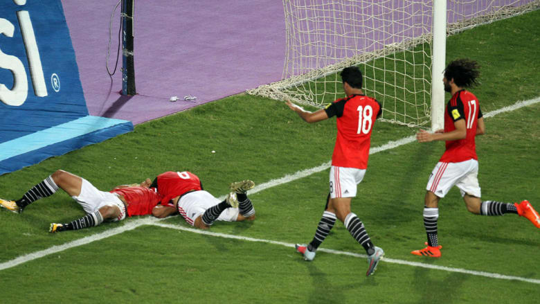 """الإمارات أول المهنئين لمصر بالتأهل للمونديال.. وقطر تهنئ """"الشعب المصري"""""""