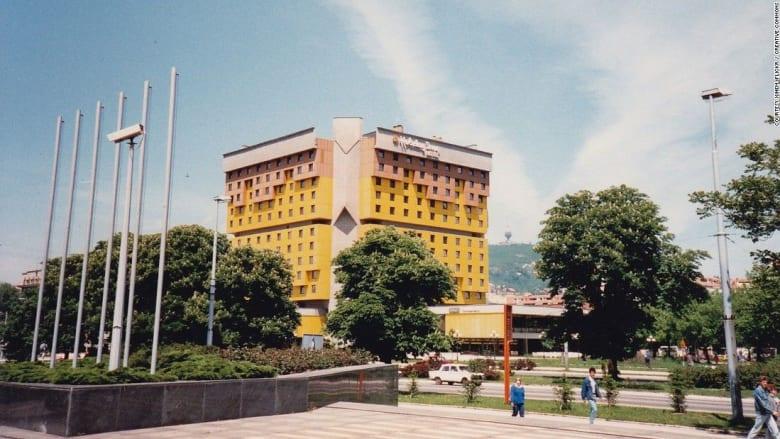 """هذا موقع فندق """"زقاق القناصة"""" في البوسنة والهرسك"""