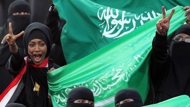 النساء في ملاعب السعودية.. ما رأي الشعب؟