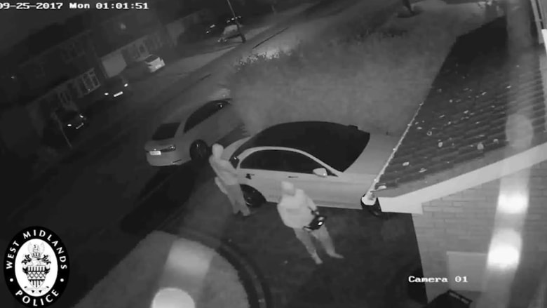 شاهد كيف سُرقت هذه السيارة في دقيقة بشكل غير معقول