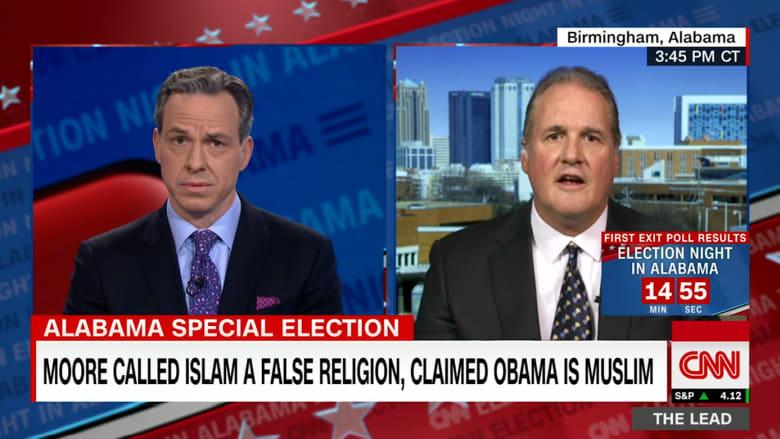 مسؤول أمريكي يعارض أن يكون مسلم عضواً من الكونغرس.. والسبب أحرجه على الهواء