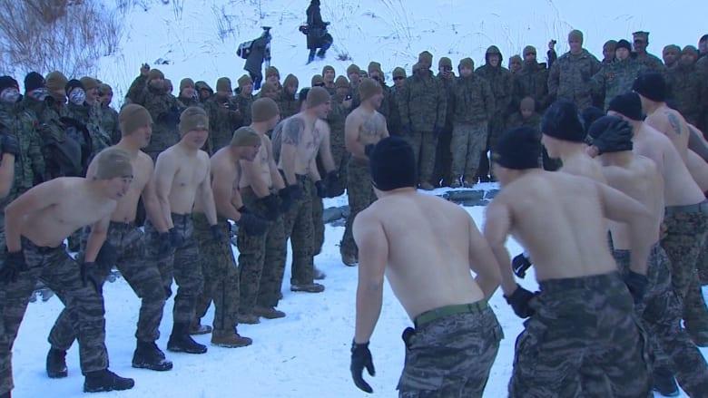 بحرارة منخفضة وبلا سترات.. تدريبات عسكرية بكوريا الجنوبية