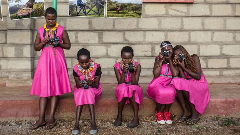 """بعد هروبهن من زواج الأطفال.. عدسة الكاميرا """"تمكن"""" الناجيات وتحمي أخريات"""