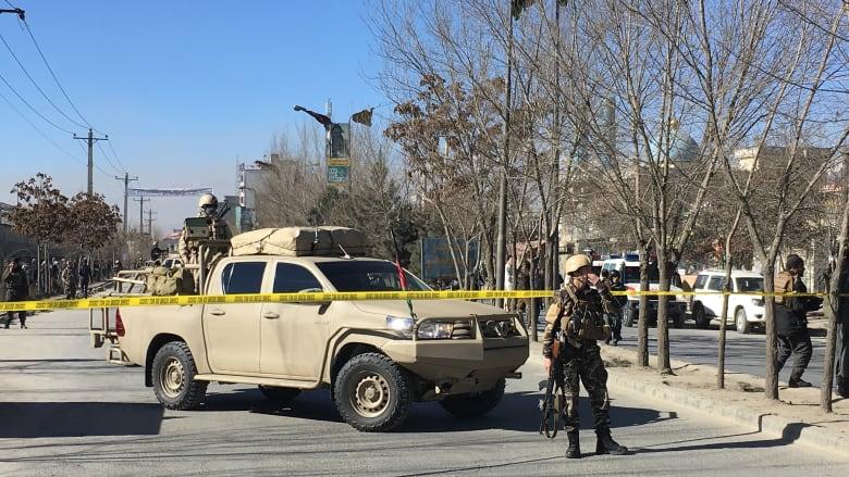 أفغانستان: انفجار يقتل العشرات وطالبان تخلي مسؤوليتها