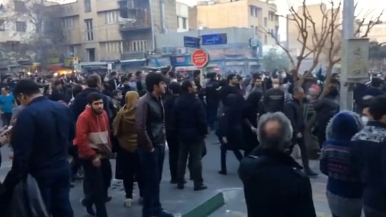 دعوات لإسقاط المرشد.. كيف تختلف مظاهرات إيران عن 2009؟