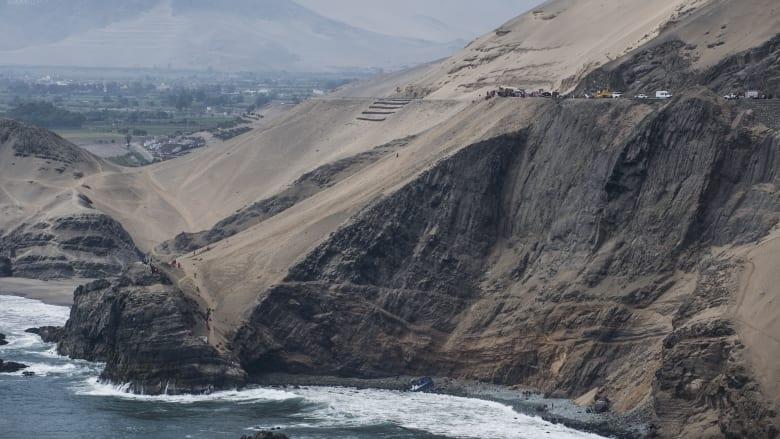 """""""منعطف الشيطان"""".. سقوط حافلة فوق منحدر صخري ومقتل 50 راكباً في البيرو"""