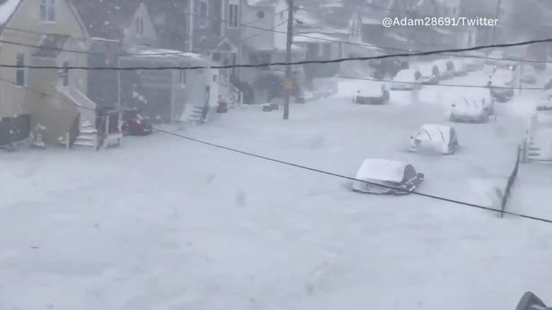 """شاهد.. عشرات السيارات تتحول إلى """"قوالب جليد"""" في أمريكا"""