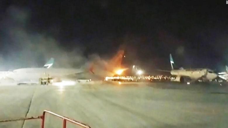 شاهد.. تصادم طائرتين في مطار بتورونتو وإجلاء جميع الركاب