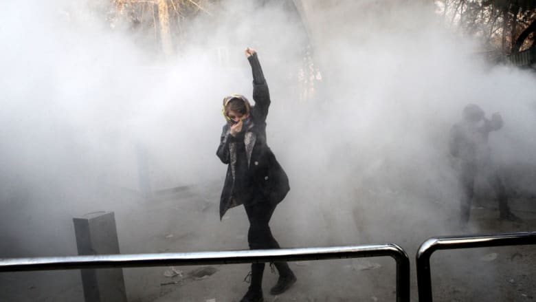 کاملیا انتخابی فرد تكتب لـCNN: احتجاجات إيران تبدو مثل ثورة 1979 أكثر من انتفاضة 2009