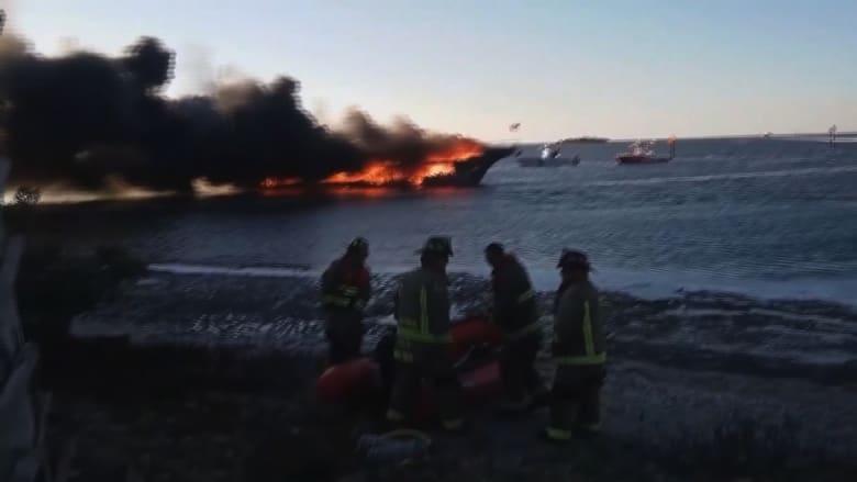 """شاهد.. اندلاع حريق ضخم بـ """"كازينو مائي"""" ونجاة الجميع"""