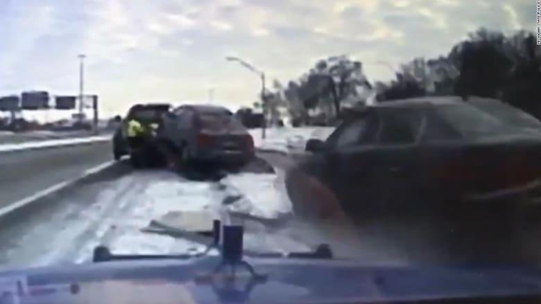 شاهد كيف نجا سائق شاحنة على طريق جليدي من الموت!