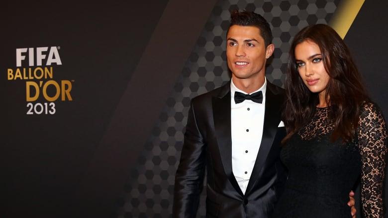 نجوم في عالم كرة القدم وقعوا في حب عارضات أزياء