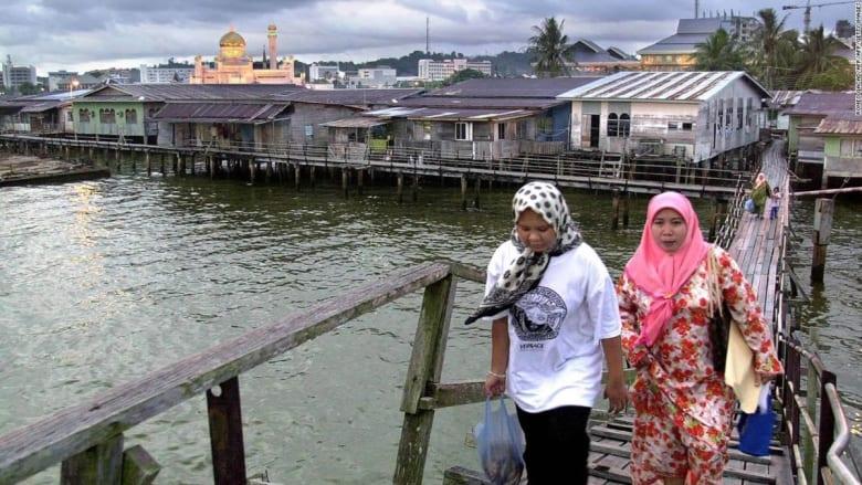 شاهد أكبر مستوطنة على سطح الماء في العالم