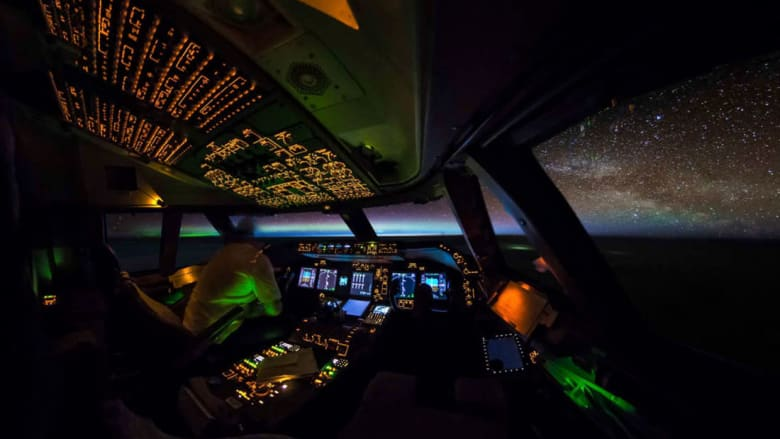 كيف يظهر العالم من داخل قمرة قيادة الطيّار؟