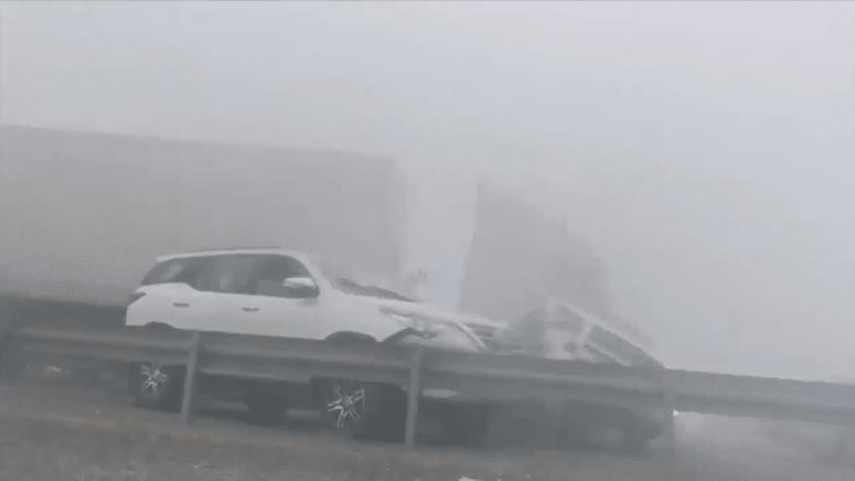 ضباب أبوظبي يتسبب بحادث لـ44 سيارة!