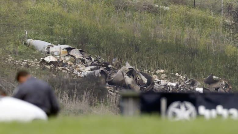 شاهد.. بقايا مقاتلة إسرائيلية سقطت بعد غارة على سوريا