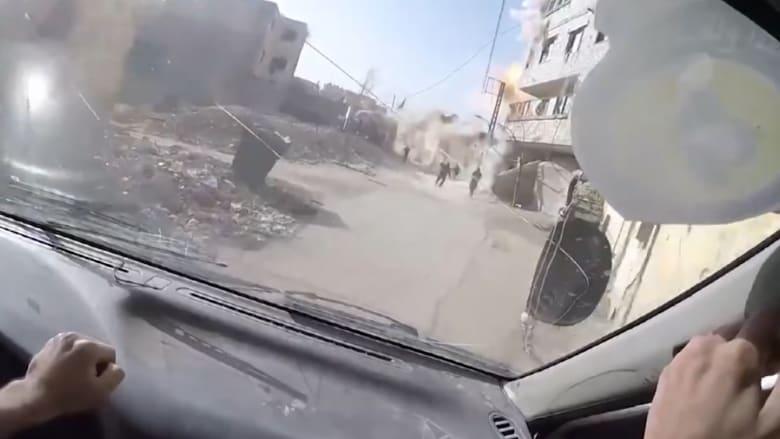 شاهد.. لحظة سقوط صاروخ على بعد أقدام من مصور بالغوطة