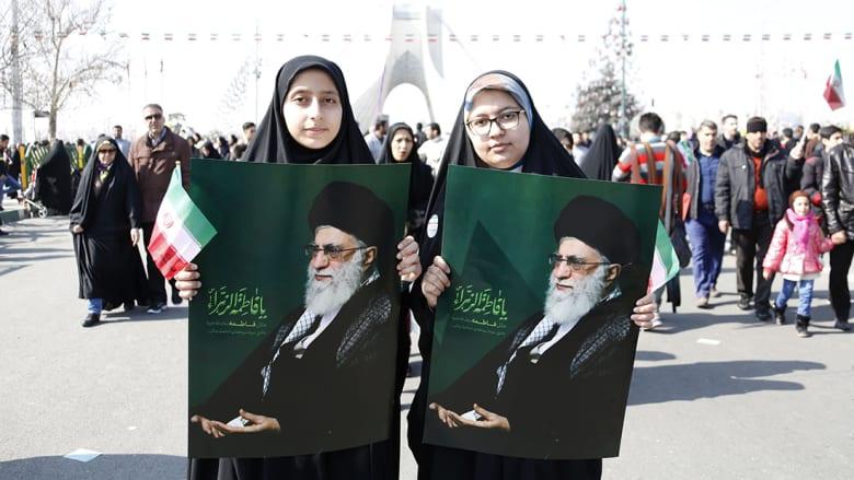 خامنئي: الحجاب يقطع طريق انحراف المرأة.. والتعري معيار نساء الغرب