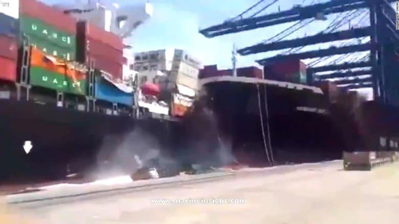 شاهد… لحظة تصادم سفينتي شحن في ميناء بباكستان