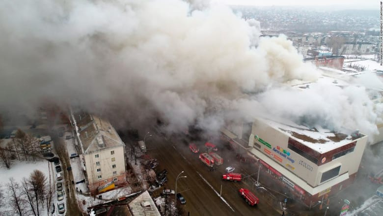 شاهد.. حريق هائل في مركز تسوق بروسيا