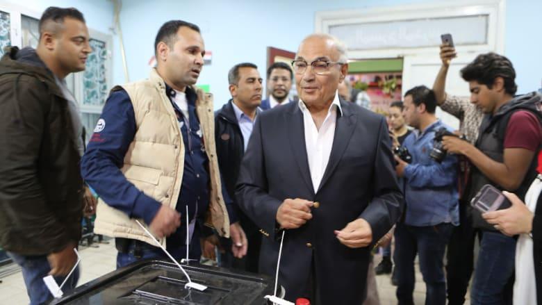 شاهد.. أحمد شفيق يدلي بصوته بالانتخابات الرئاسية