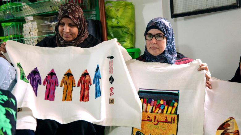 """فن التطريز الفلسطيني يتألق بأعمال """"آندي وارهول المرّاكشي"""""""