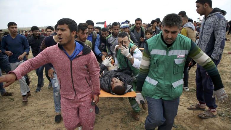 مقتل 7 فلسطينيين وإصابة 550 قرب السياج الأمني بغزة