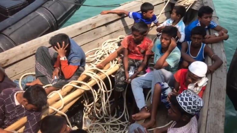 شاهد.. خفر السواحل الماليزي يعترض قارباً للروهينغا