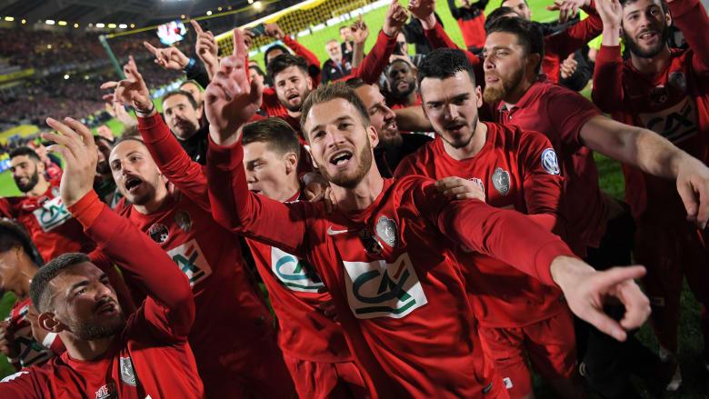 """عندما يقارع الصغار الكبار.. شاهد ما فعله فريق """"ليزيربيي"""" لمباراة نهائي كأس فرنسا ضد """"سان جيرمان"""""""