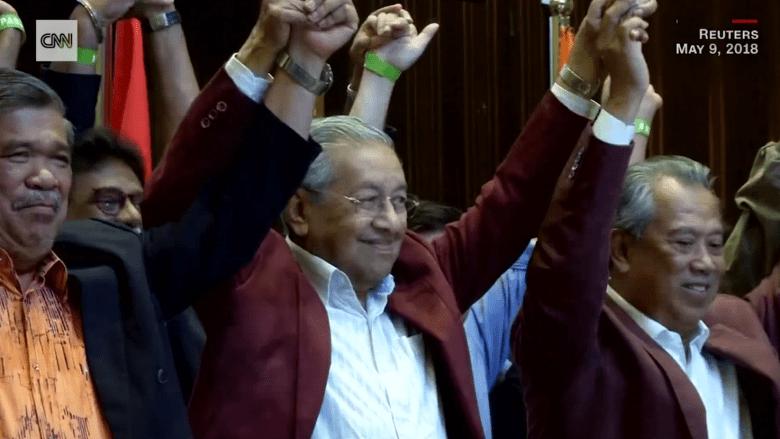 مهاتير محمد يعود للسلطة كأكبر زعيم في العالم