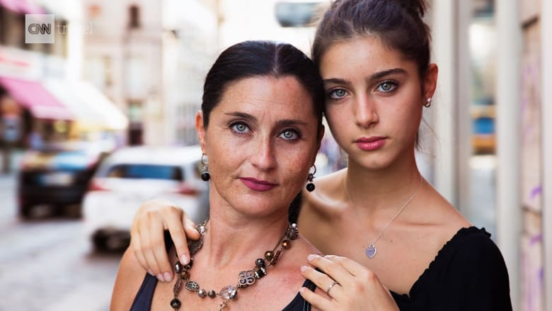 شاهد.. مصورة تجوب العالم لتستكشف جمال النساء