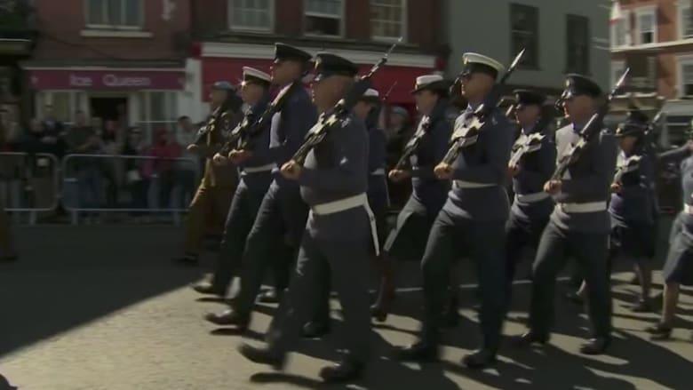 شاهد.. جنود بريطانيون يستعدون لمراسم الزفاف الملكي
