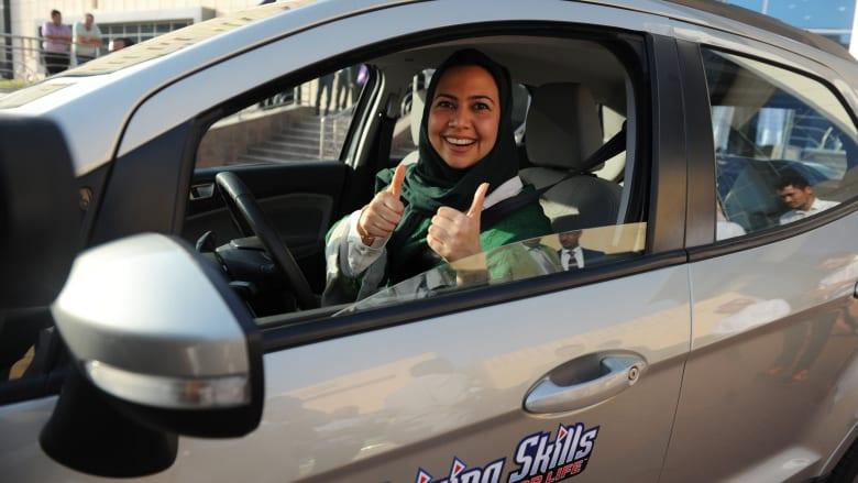 """أول رسالة من """"المرور"""" السعودية حول قيادة المرأة"""