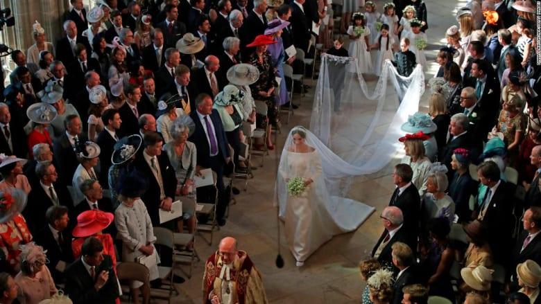 ما رأي خبراء الموضة بفستان زفاف ميغان ماركل؟