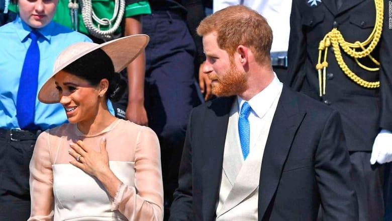 بالفيديو... أول ظهور للأمير هاري وعروسه بعد حفل الزفاف