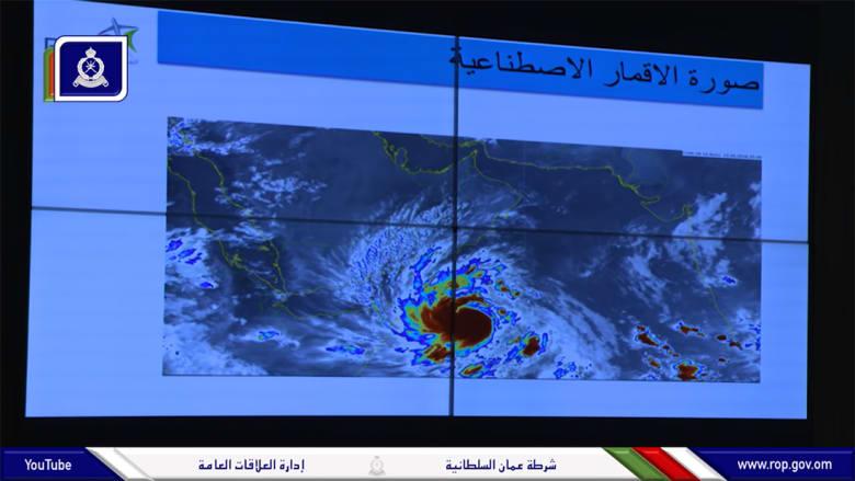 """إعصار """"مكونو"""".. شرطة عُمان تحذر وتدعو للانتقال من المناطق المنخفضة"""