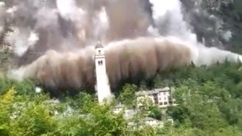 شاهد.. انهيار صخري كاد أن يدمر كنيسة في إيطاليا