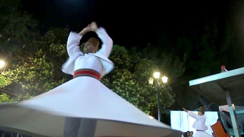 """على خطى جلال الدين الرومي.. """"رقصة الدراويش"""" كطقسٍ رمضاني في دمشق"""