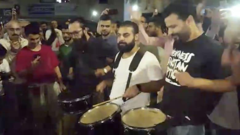 بعدسة CNN.. الموسيقى حاضرة في احتجاجات الأردن