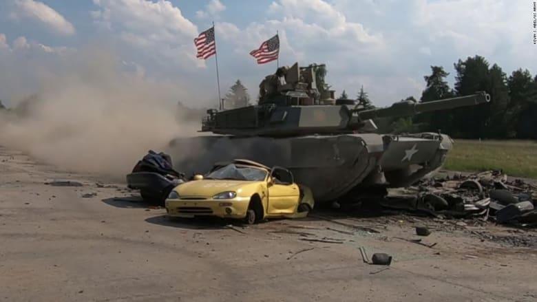 شاهد.. دبابات تسحق سيارات بأكملها في منافسة بين 8 جيوش