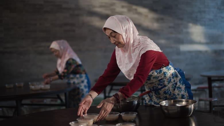 بالصور.. موائد إفطار المسلمين من حول العالم