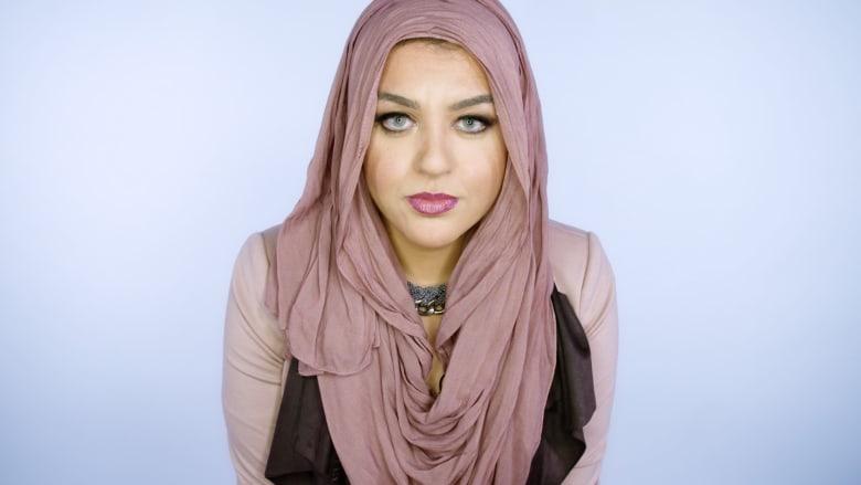 أماني الخطاطبة.. شابّة تنقل تجربة مسلمات أمريكا إلى الانترنت