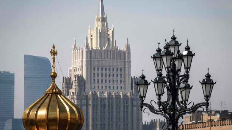 سيارة أجرة تدهس مارة قرب نقطة تجمّع مشجعين في موسكو