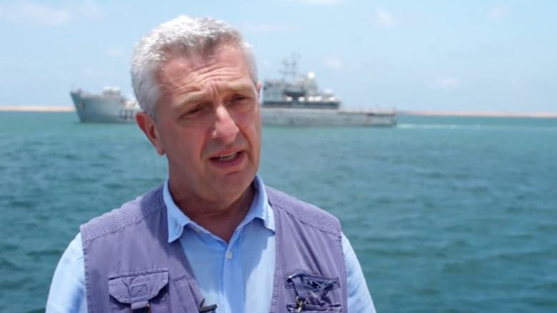 المفوض السامي لشؤون اللاجئين يقف دقيقة صمت على سواحل ليبيا