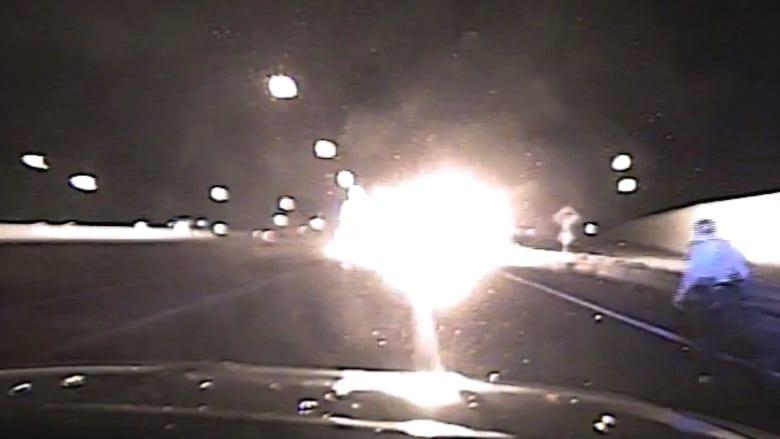 شاهد ماذا حدث عند اصطدام سيارة تحمل ذخيرة حية