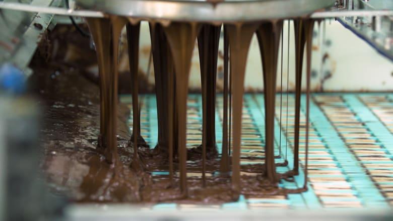 """شاهد كيف تصنع شوكولاته """"كيت كات"""" الشهيرة"""